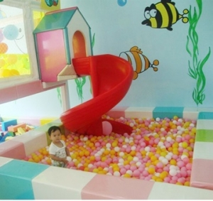 CIRCLE SLIDE WITH BALL PIT